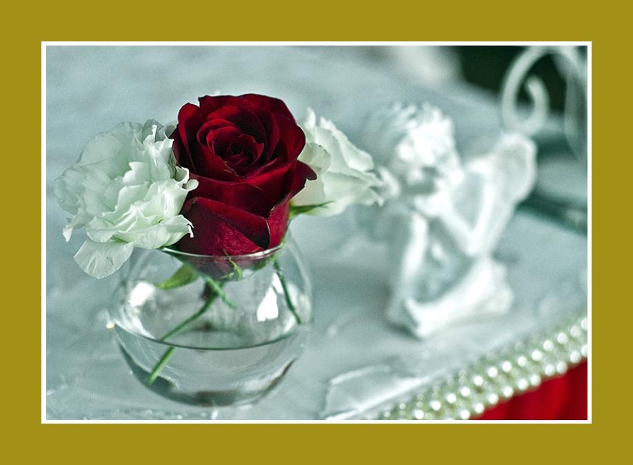 Blumen in runder Vase Rosen Hochzeitsdekorationen Tisch