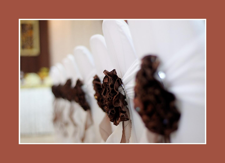 Braune Stoffblumen für Stuhlhussen