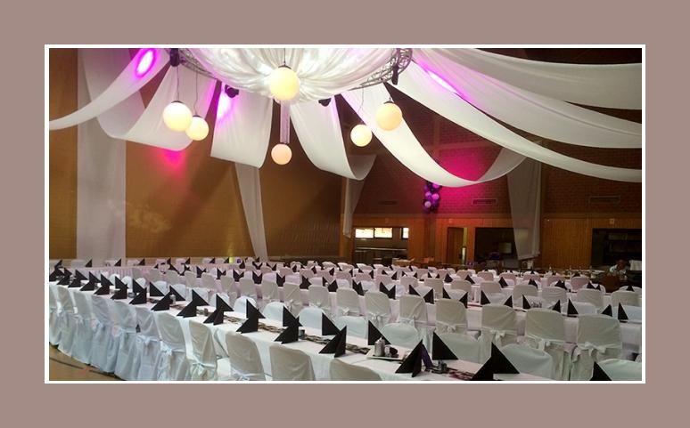 Hochzeitsdekoration schwarz weiss stuhlhussen