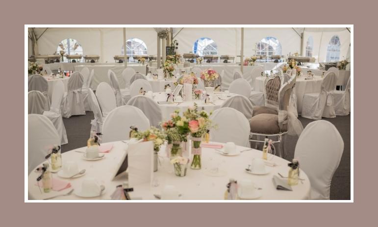 Hochzeitsdekoration Tisch Bankettstuhele mit Hussen