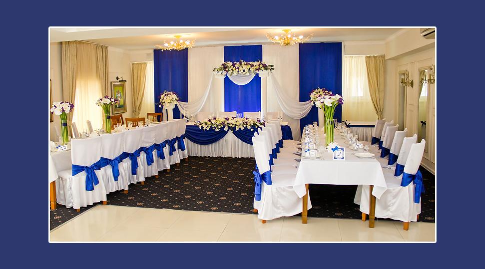 Hochzeitsdekoration weiss blau tischdeko