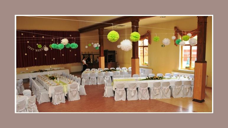 Hochzeitslocation deko mit Hussen