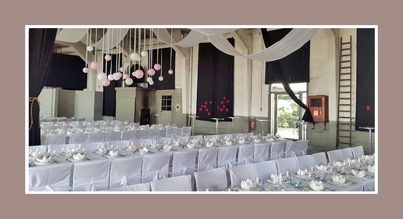 Große Hochzeitslocation - Dekoration mit Hussen Nr1