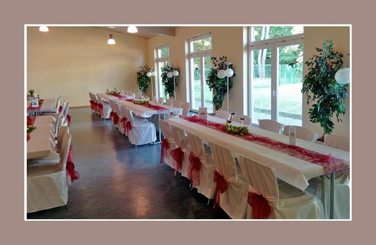 Hochzeitslocation dekoration rot weiss Hussen
