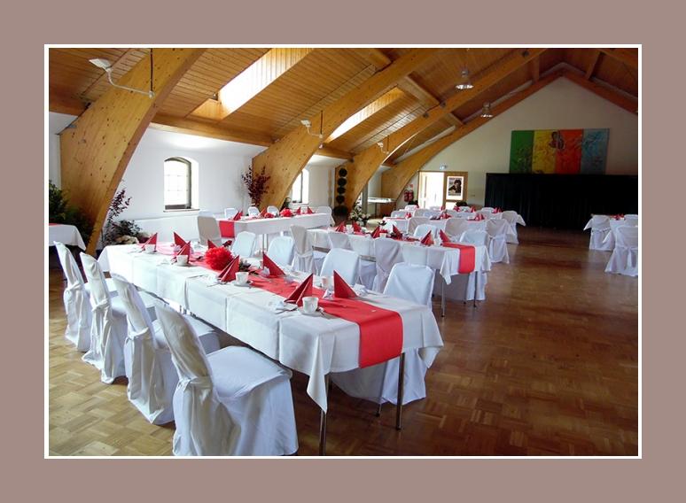 Raumdekoration Hochzeit rot weiss
