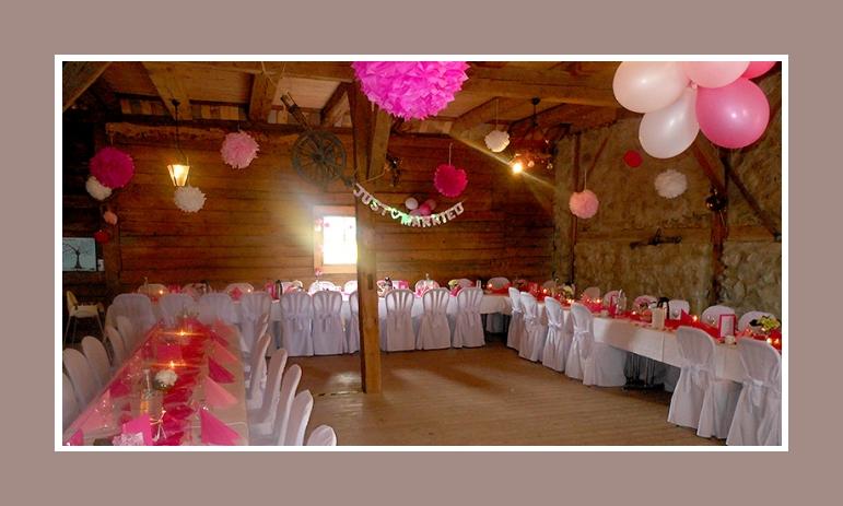 Scheune Hochzeit selbst dekorieren