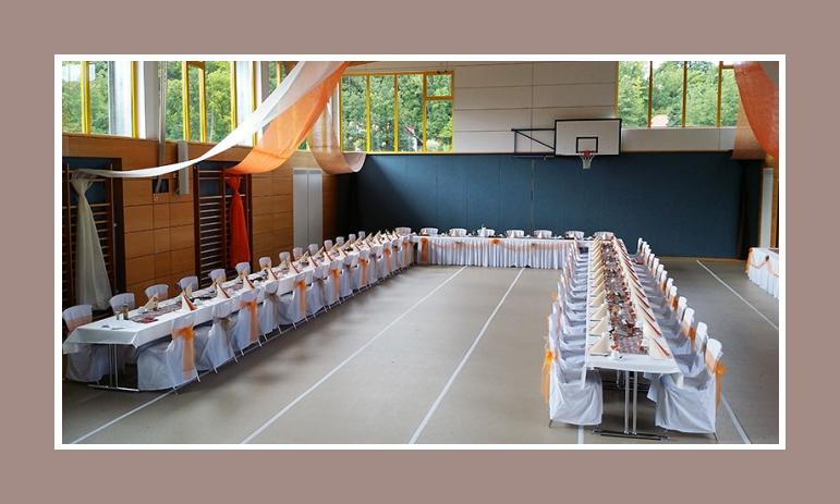 Stuhlhussen Nr1 - Halle dekoriert in Orange-weiß