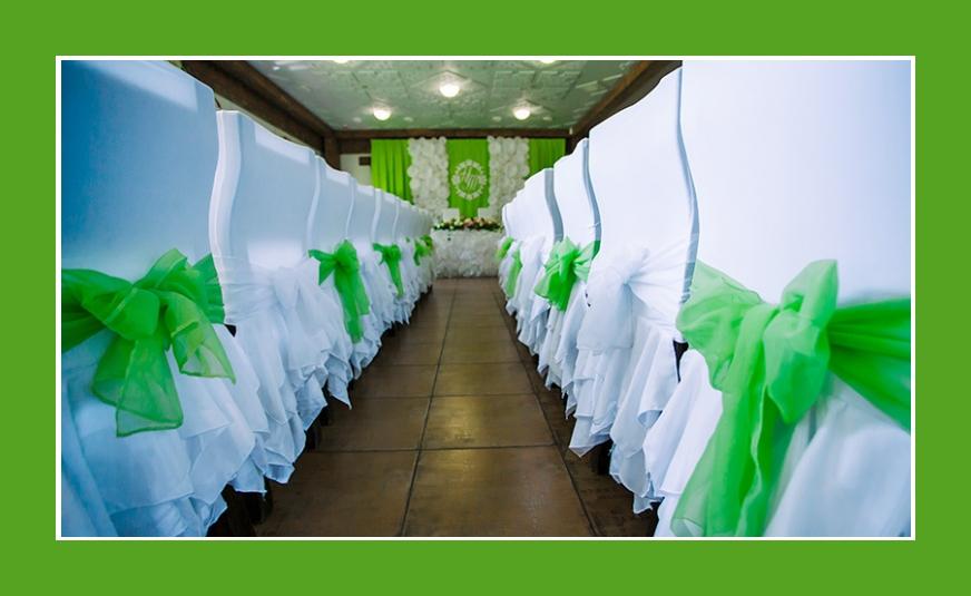 Stuhldeko Grün und Weiß mit Schleifen und Rüschen