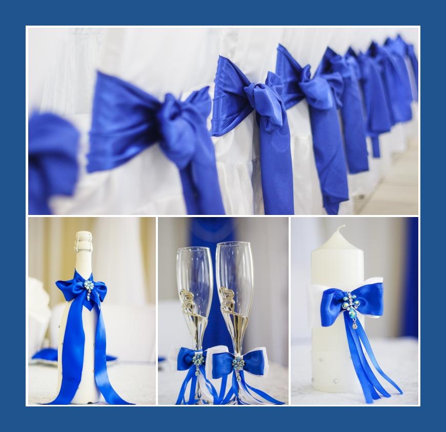 Stuhlhussen weiß mit blauen Schärpen und Schleifen für die Hochzeit