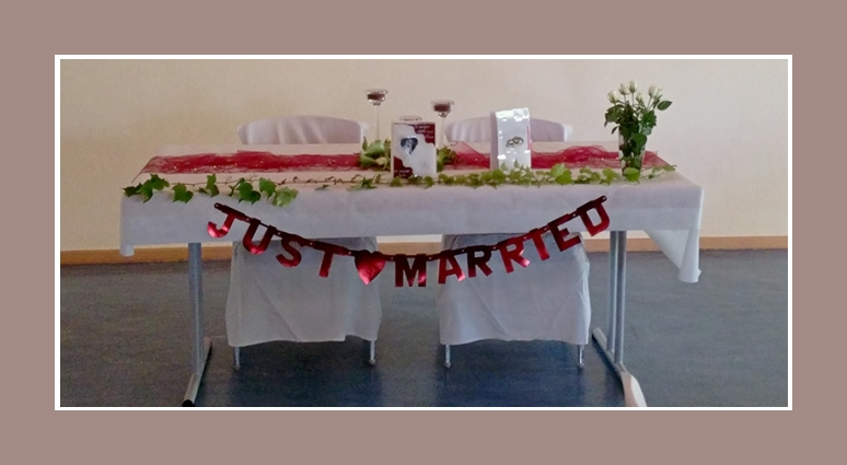 Tisch dekoration rot weiss just married