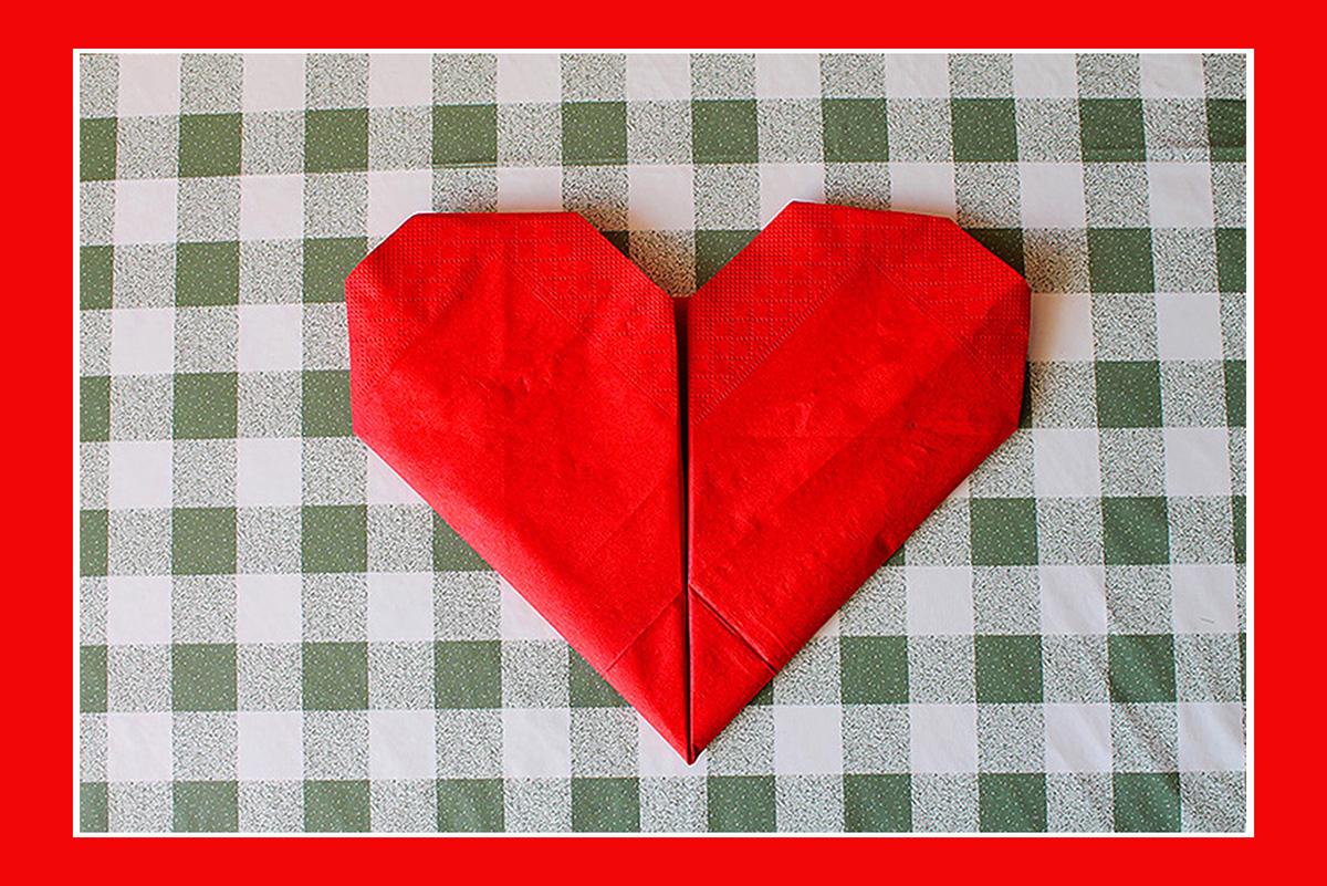 Servietten falten Herz mit Videoanleitung 04