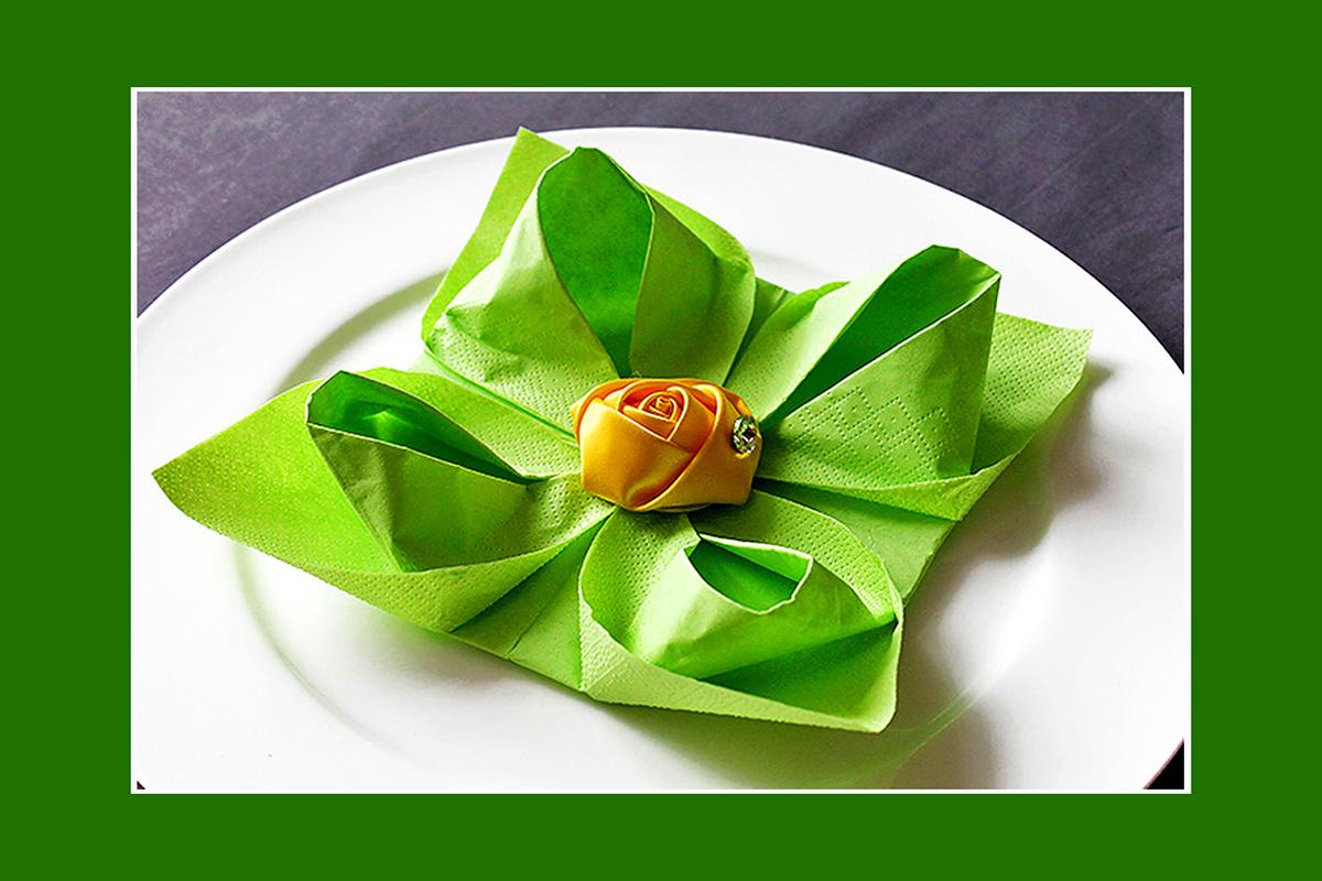 Papierservietten falten Lotusblüte Video
