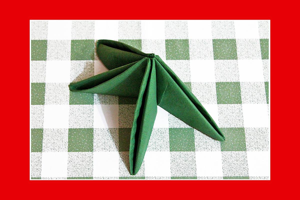 Papierservietten falten  Tannenbaum
