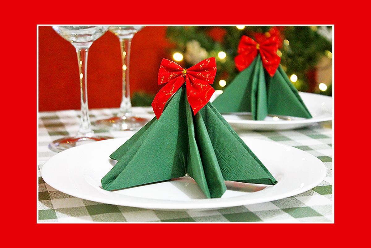 Servietten falten  Tannenbaum Weihnachten Tischdeko