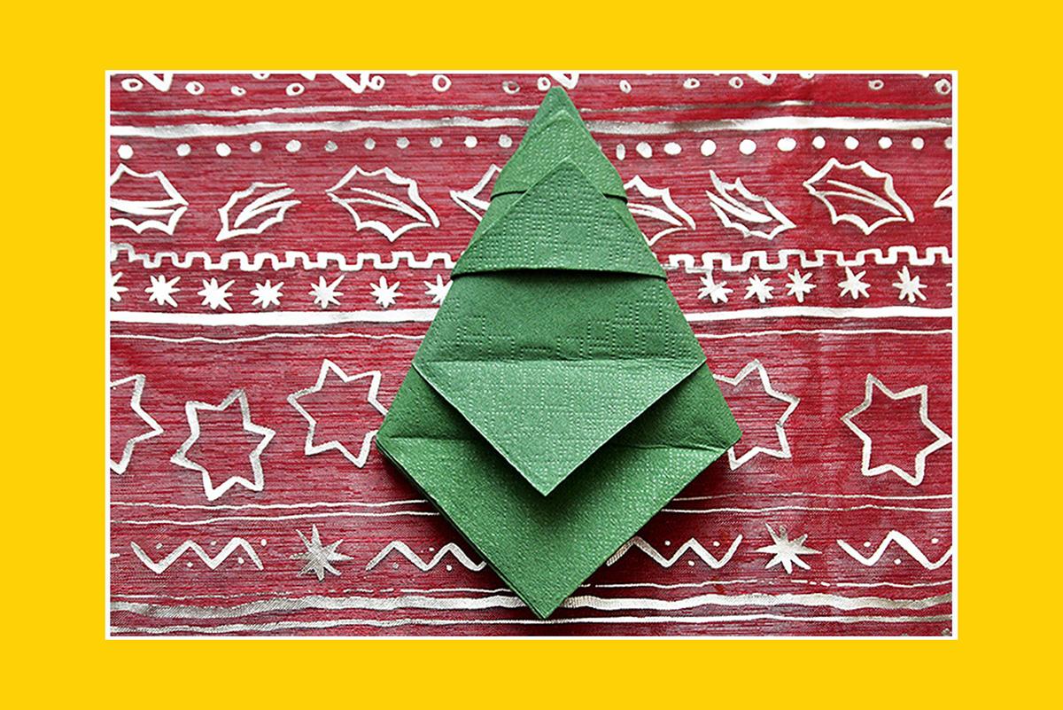 Servietten falten Anleitung Weihnachtsbaum schnell und einfach