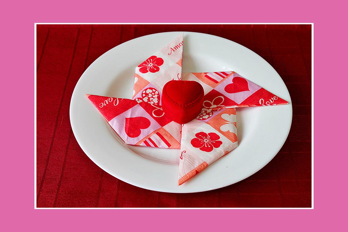 Papierservietten falten Valentinstag