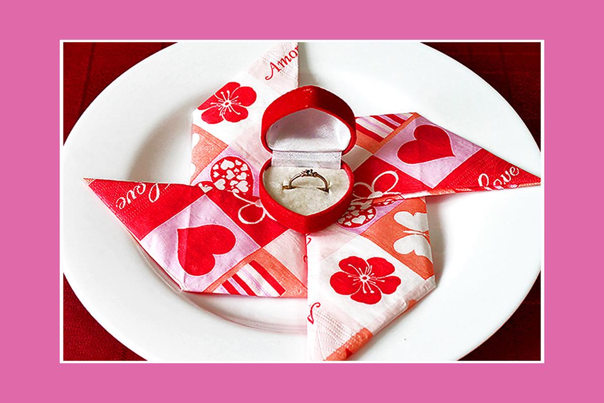 Papierservietten falten romantisch zum Valentinstag