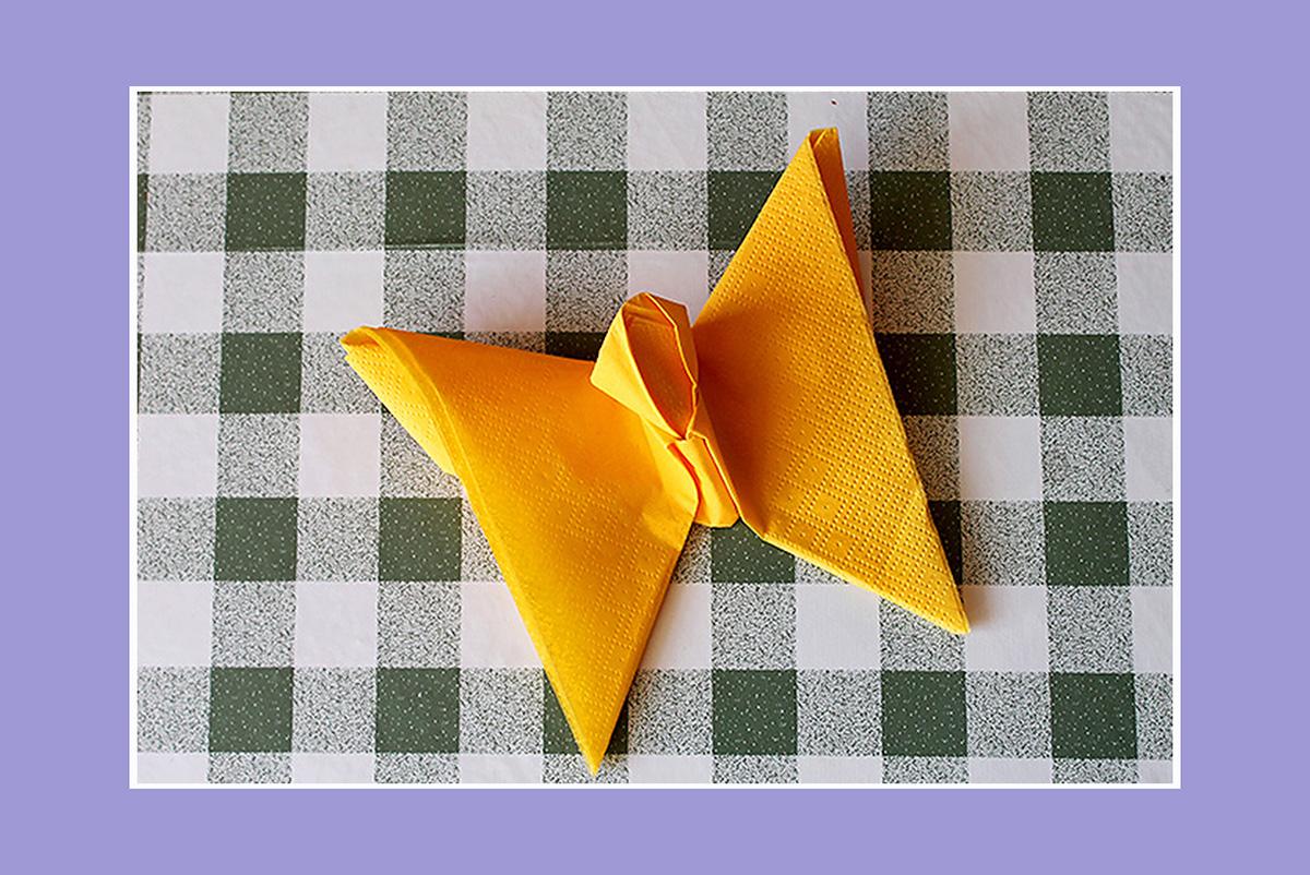 Servietten falten Schmetterling gelbe Serviette