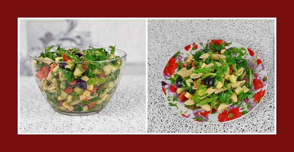 Nudelsalat mit Gemüse, Rucola, Oliven, Petersilie, Käse und Olivenöl