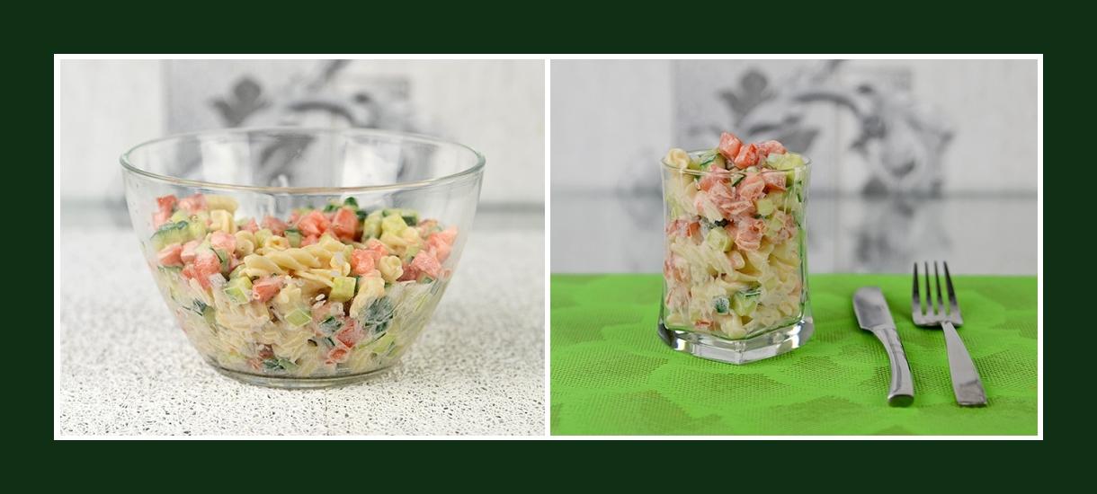 Erfrischender Nudelsalat mit Fusilli, Gurken, Tomaten und Schmand
