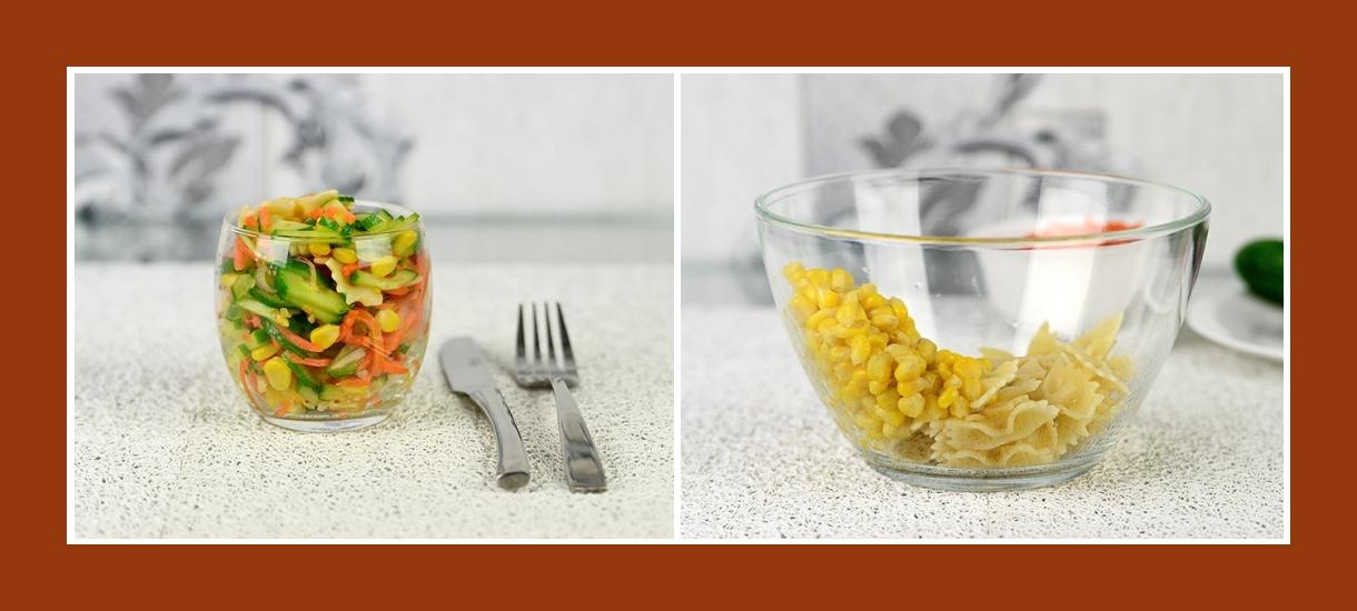 Bunter Gemüsesalat mit Mais und Farfalle Nudeln