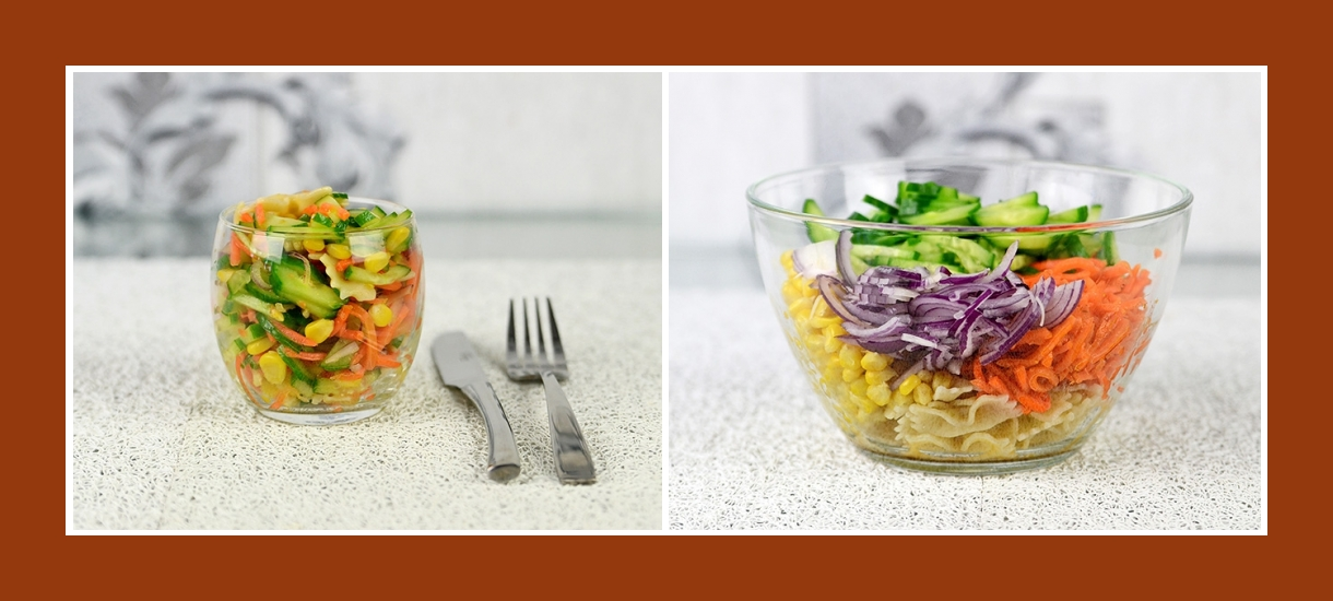 Nudelsalat mit Rotzwiebeln, frischen Gurken, Karotten, Mais