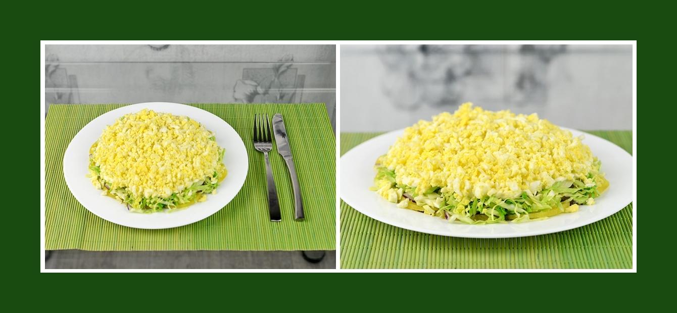 Zarter Schichtsalat mit Kartoffeln, Zwiebeln, Kohl, Joghurt und Eiern