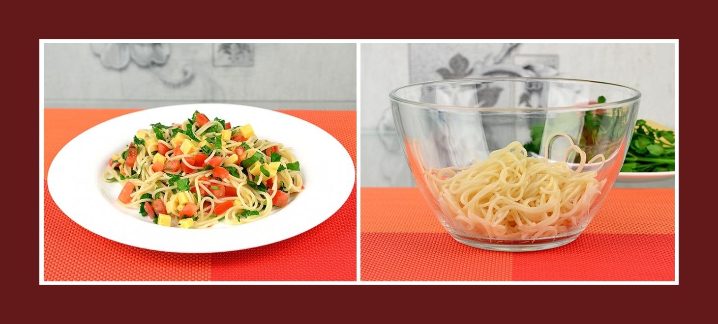 Einfacher Salat im Mittelmeer-Stil mit Spaghetti