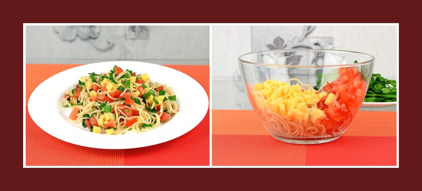 Salat aus Spaghetti, Tomaten und Käse