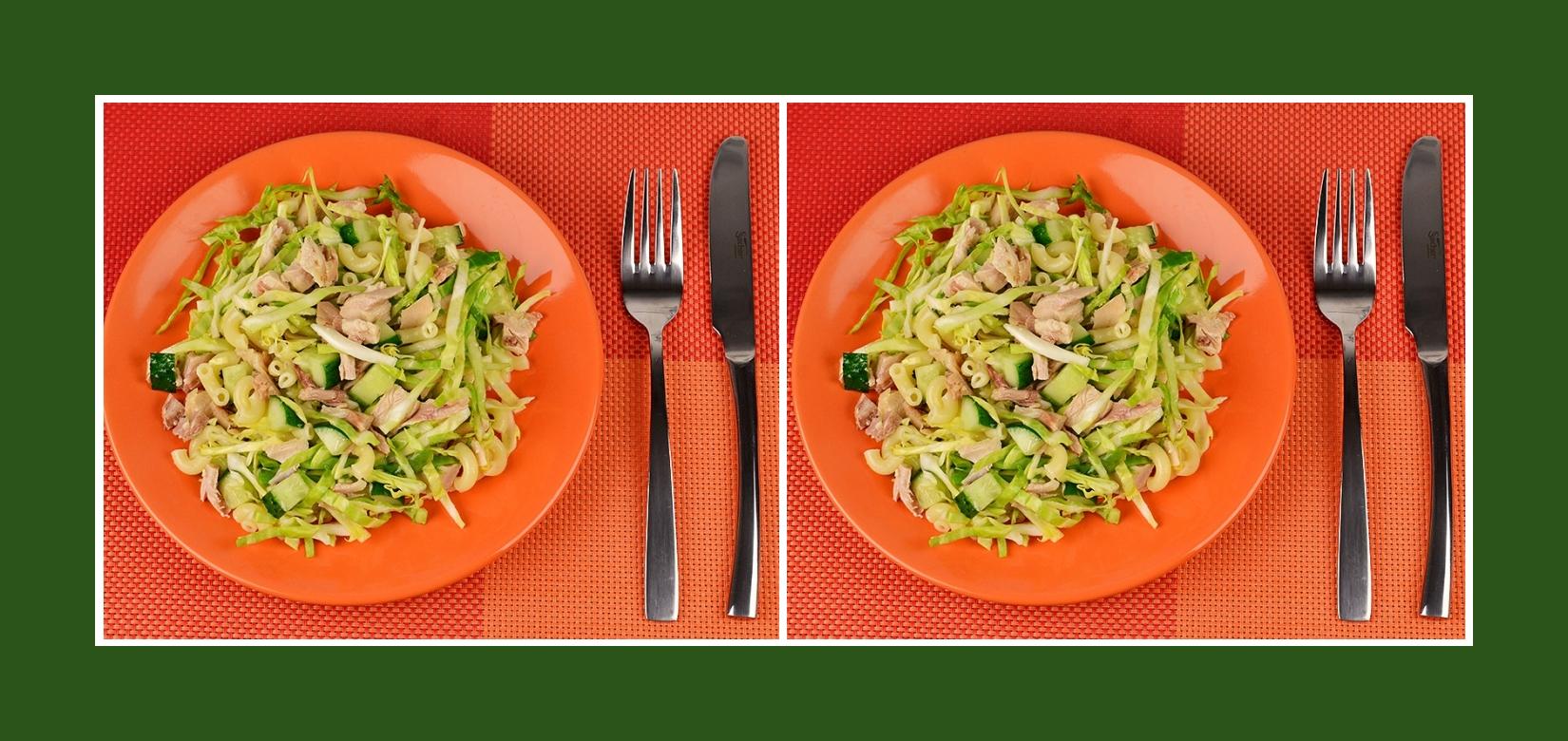 Gesunder Nudelsalat mit Geflügelfleisch und Frühlingsgemüse