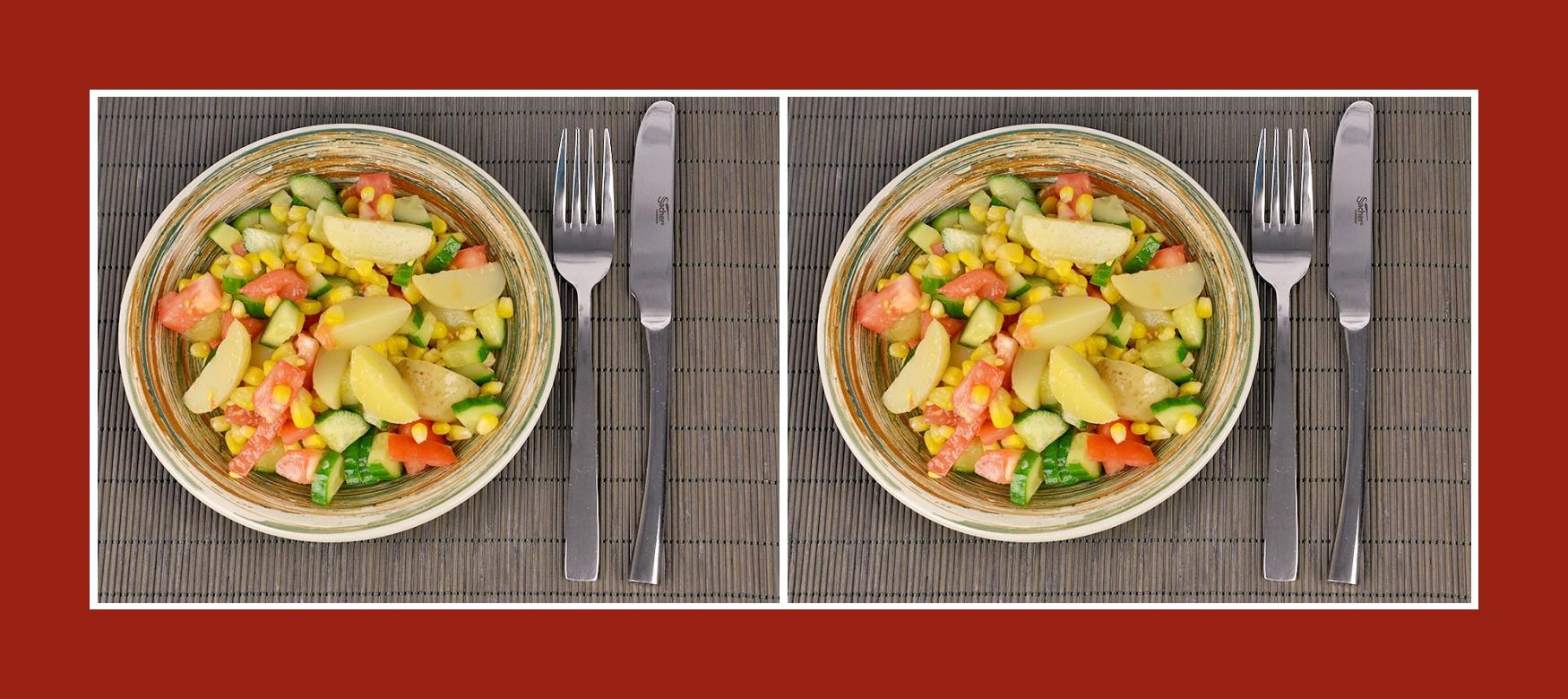 Nahrhafter sommerlicher Kartoffesalat mit frischem Gemüse und konserviertem Mais