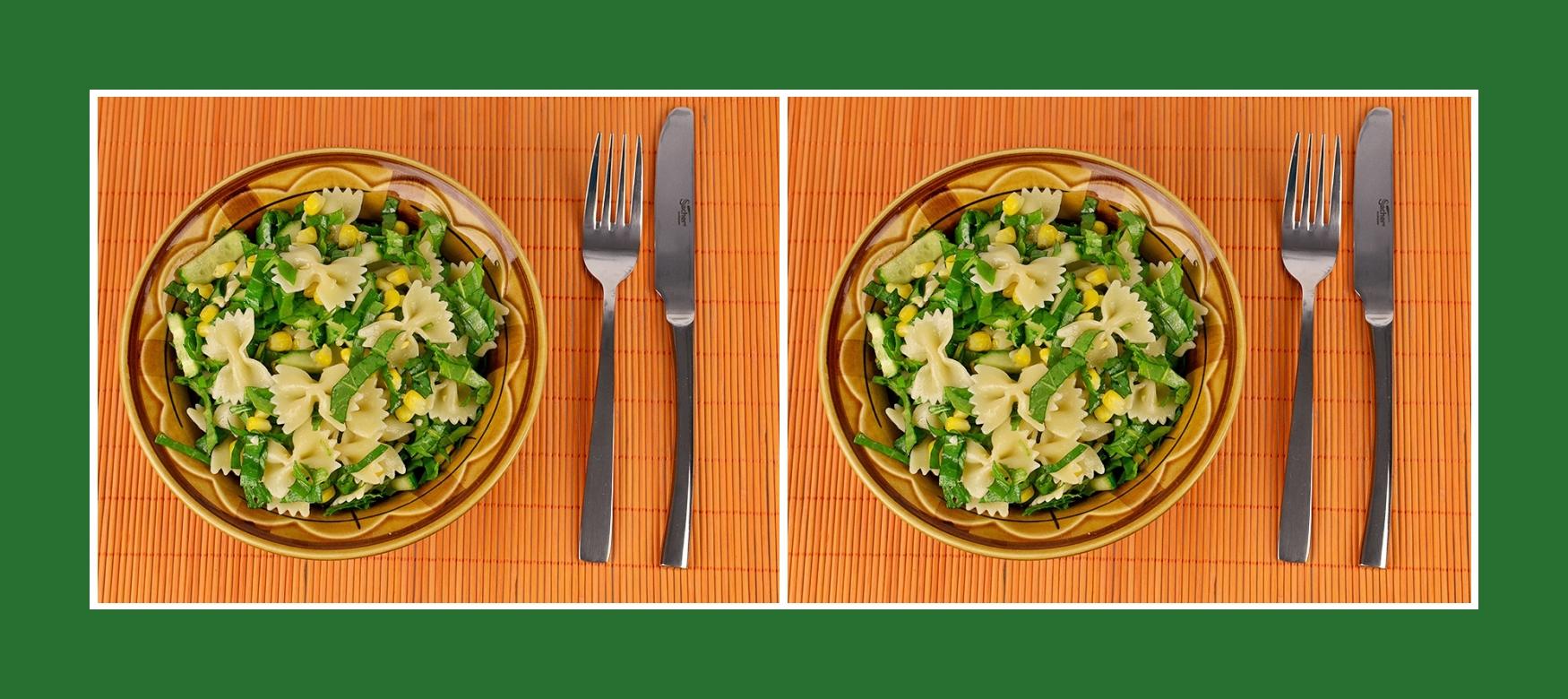 Gesundern Nudelsalat mit Gurken, Mais und Sauerampfer