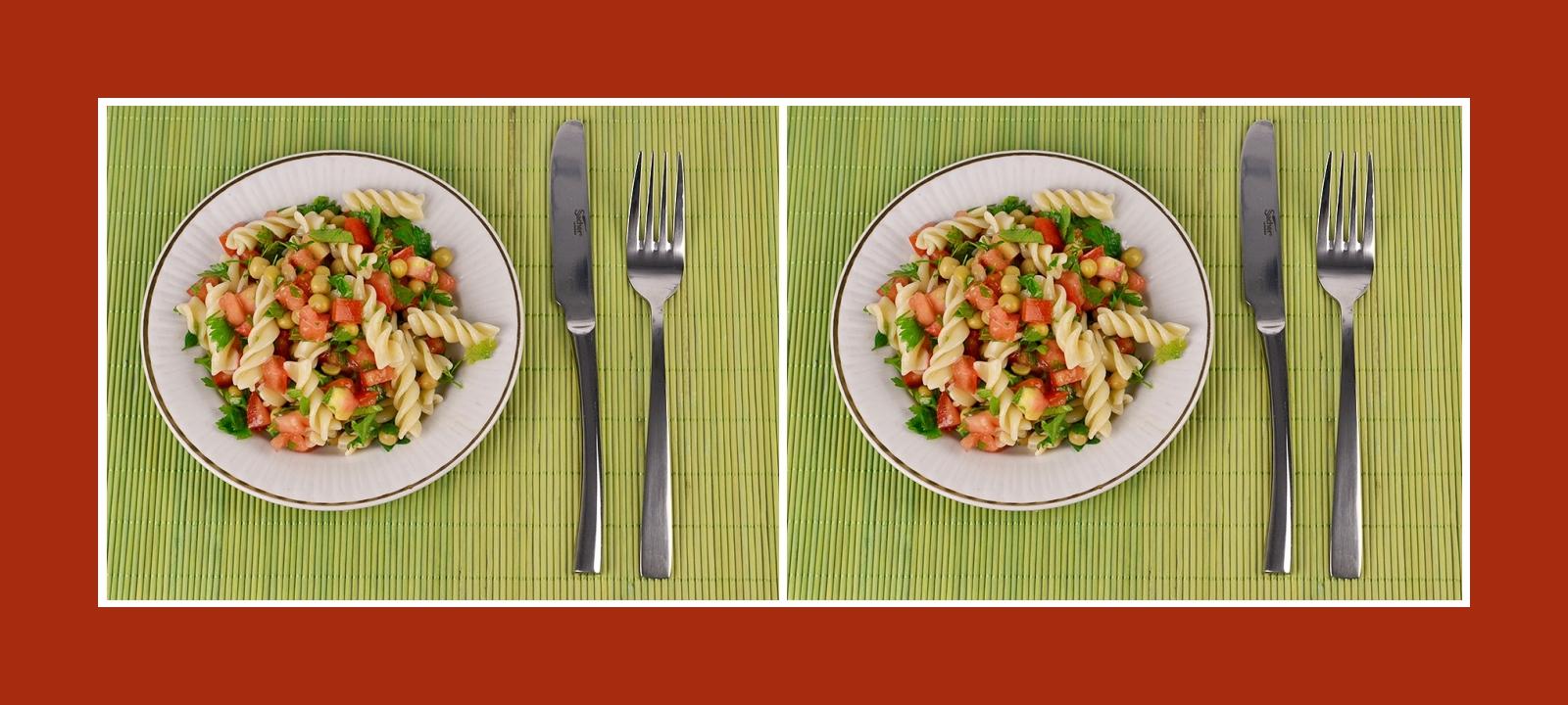 Gesunder Nudelsalat mit frischem und konserviertem Gemüse