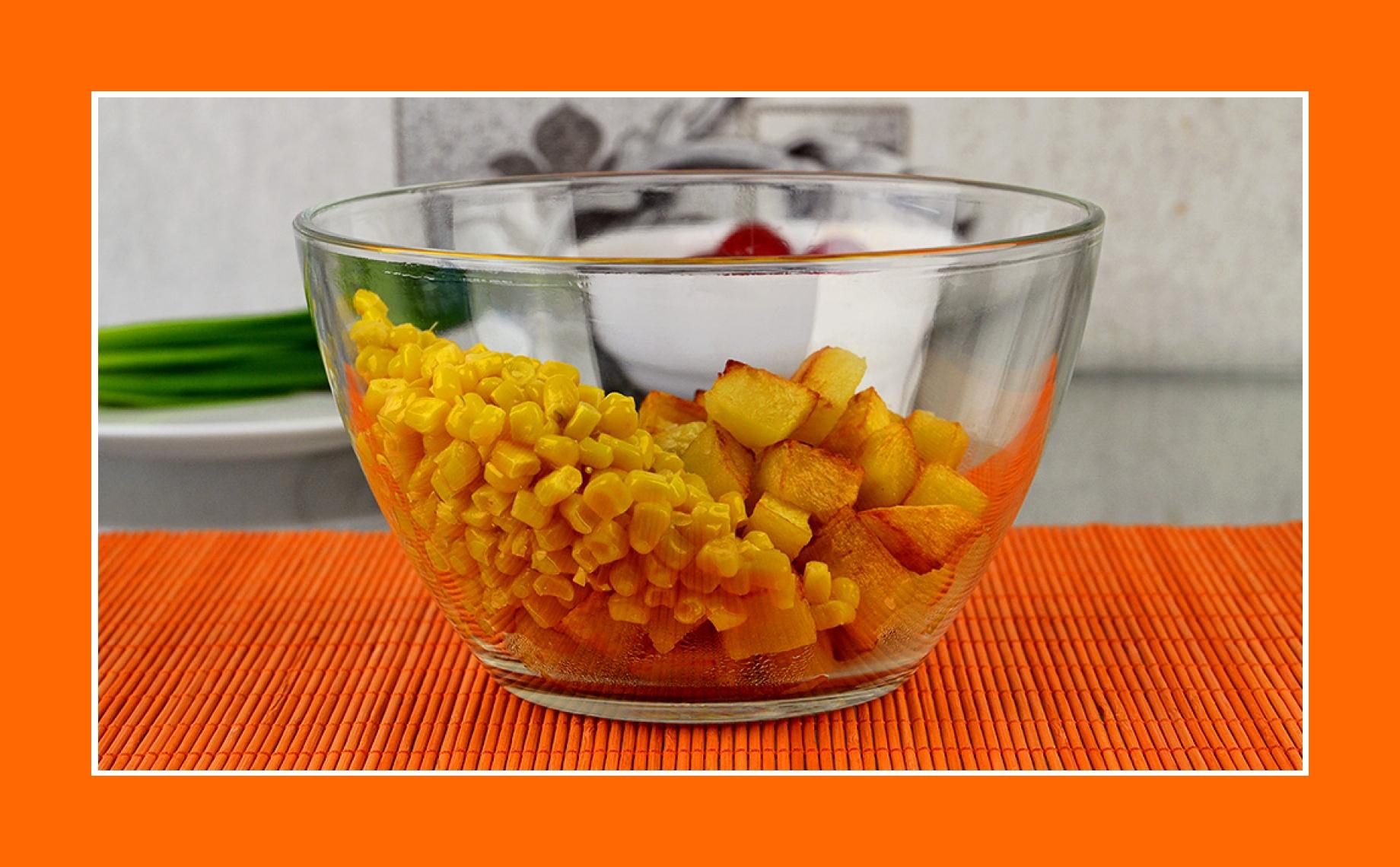 Salat zum Grillen mit Bratkartoffeln und Mais