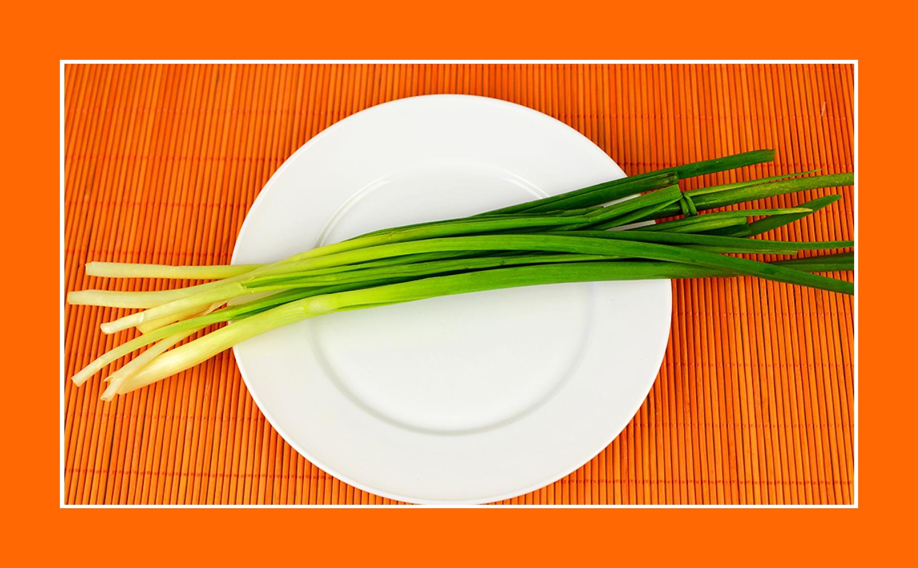 Salat zu Ostern mit Schnittlauch
