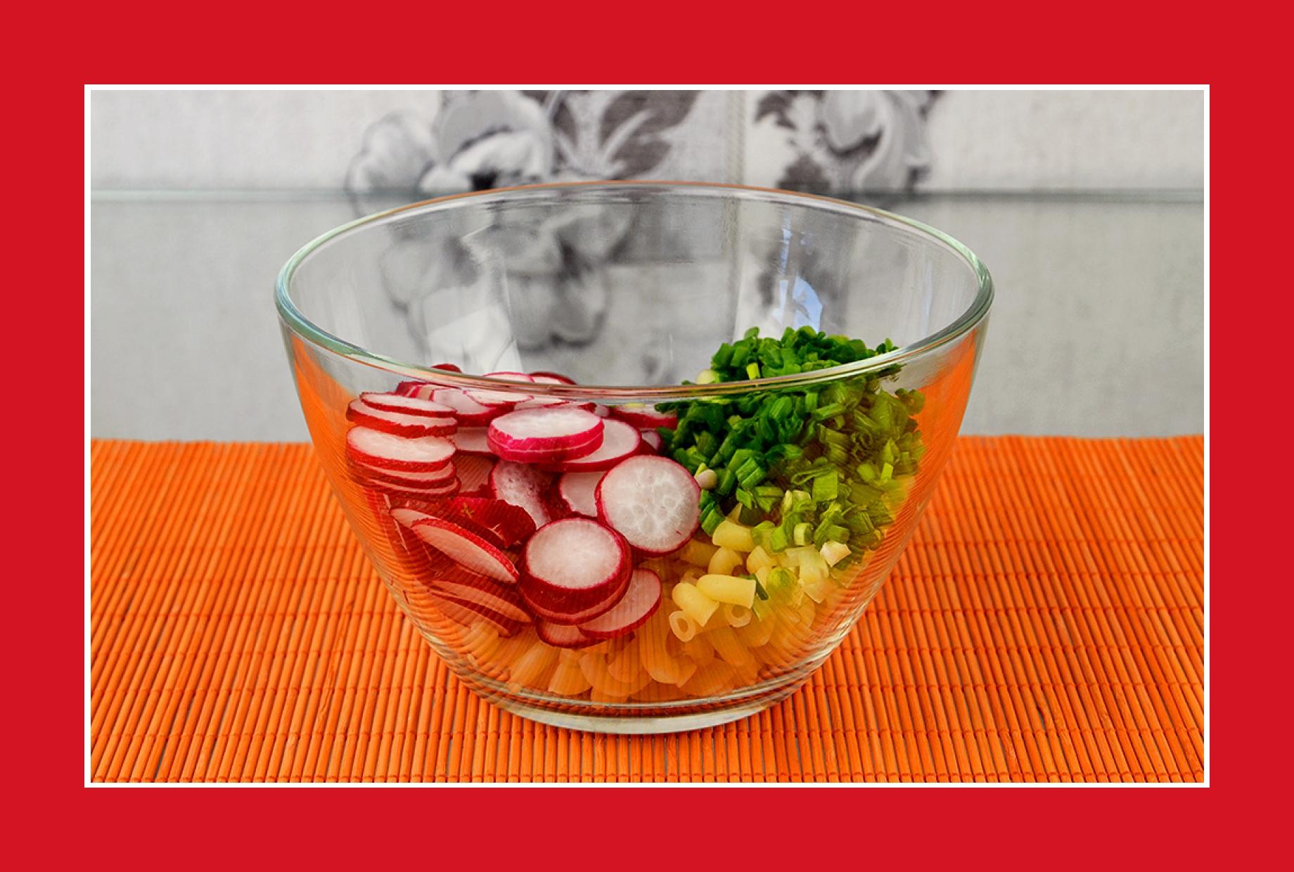 Einfacher Nudelsalat vegetarisch mit Radieschen Schnittlauch