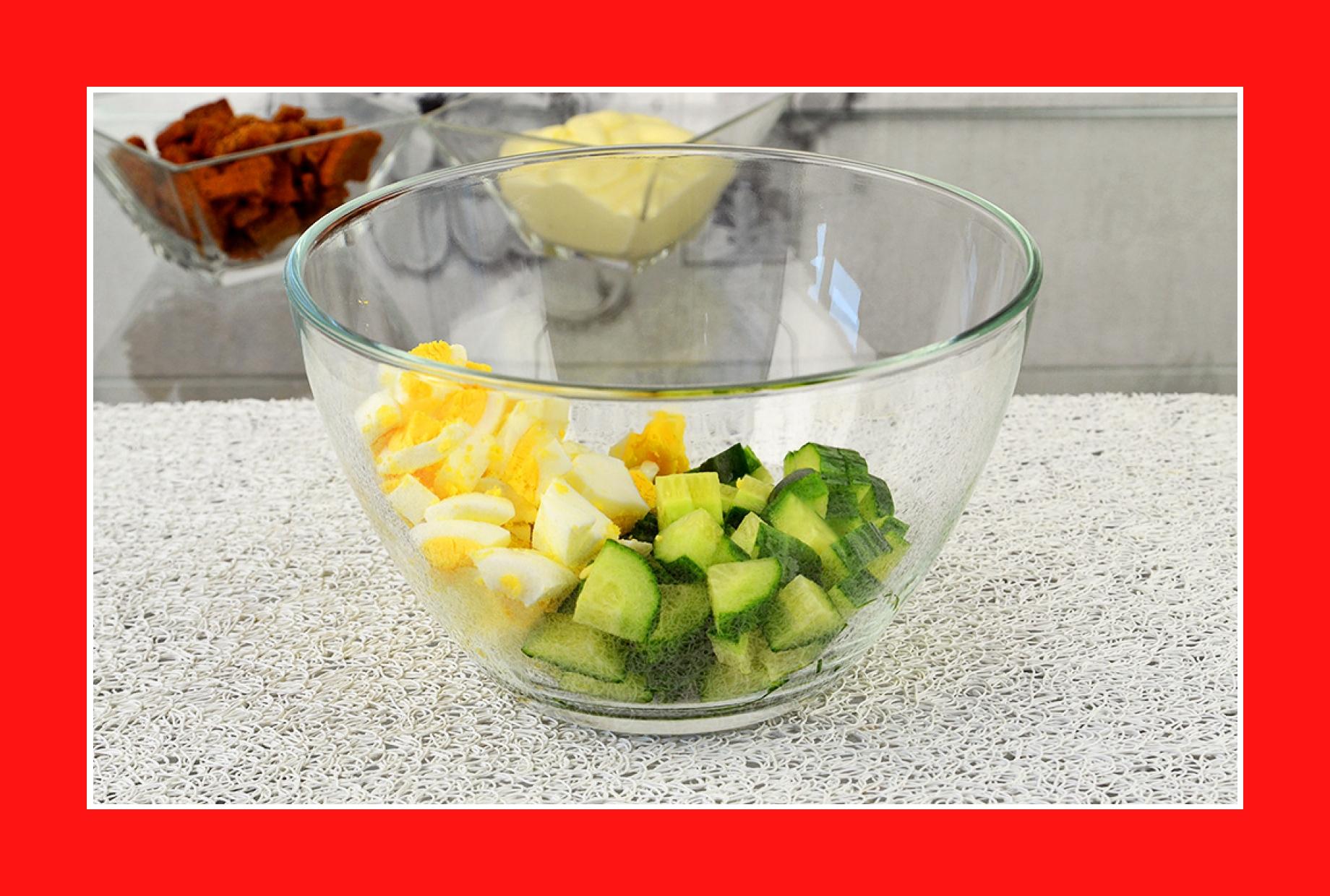 Eiersalat mit Gurken