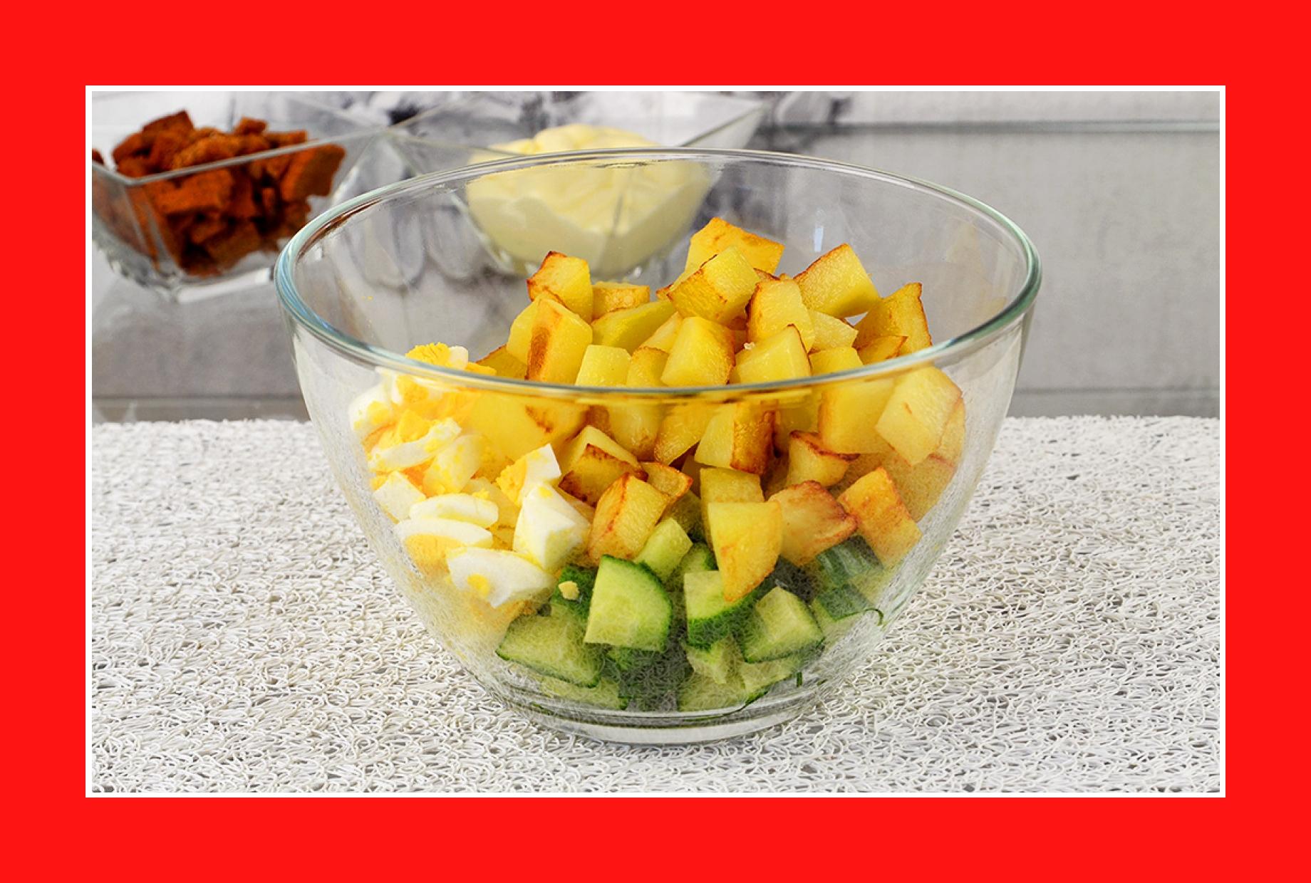 Warmer Kartoffelsalat mit Eiern und Gurken