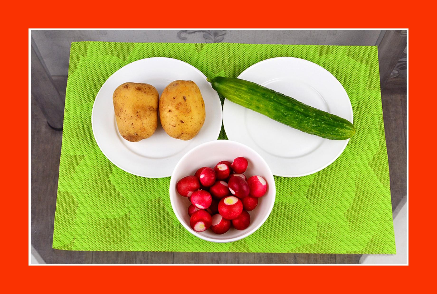 Salat zum Grillen mit Radieschen, Gurken, Kartoffeln