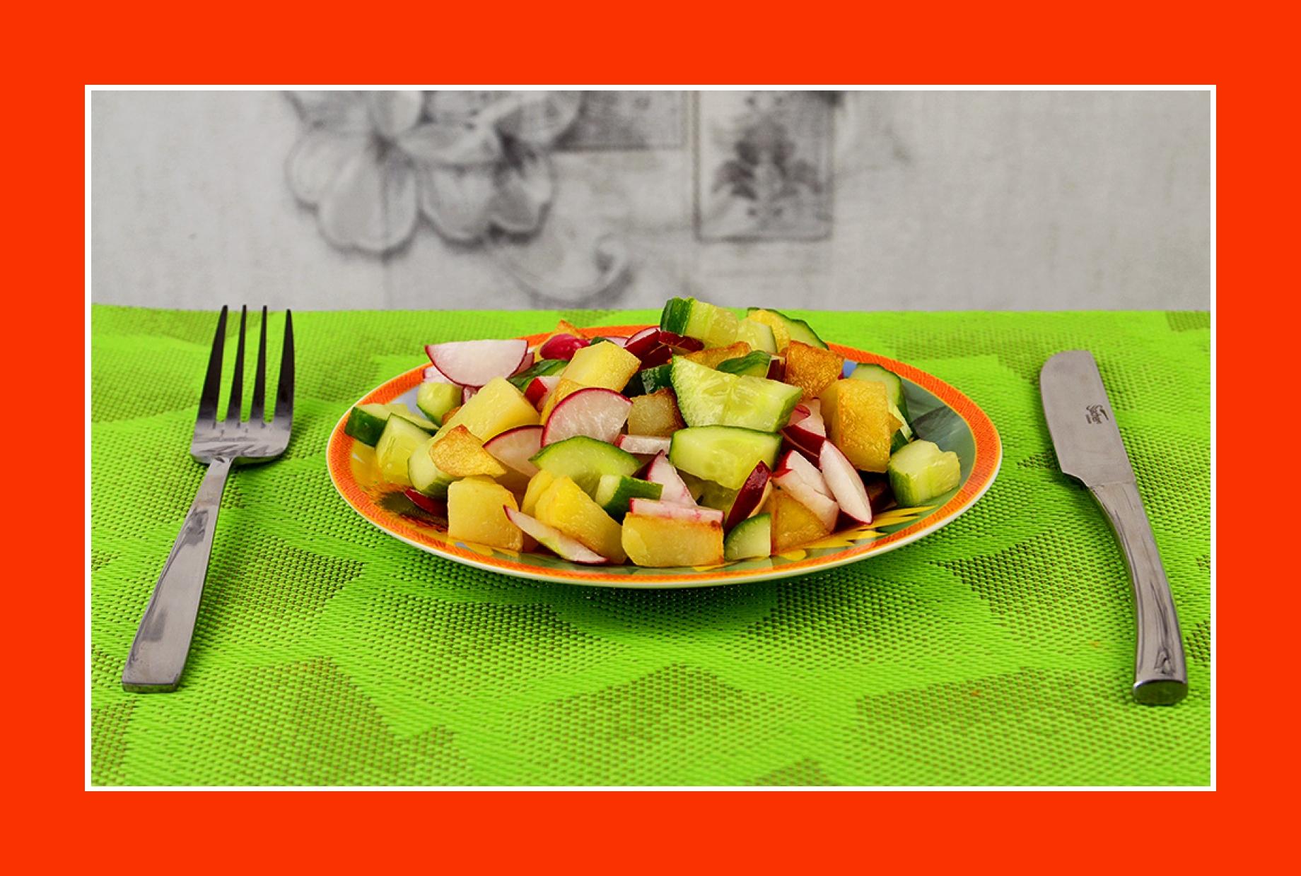 Einfacher Salat zum Grillen mit Bratkartoffeln Gurken Radieschen