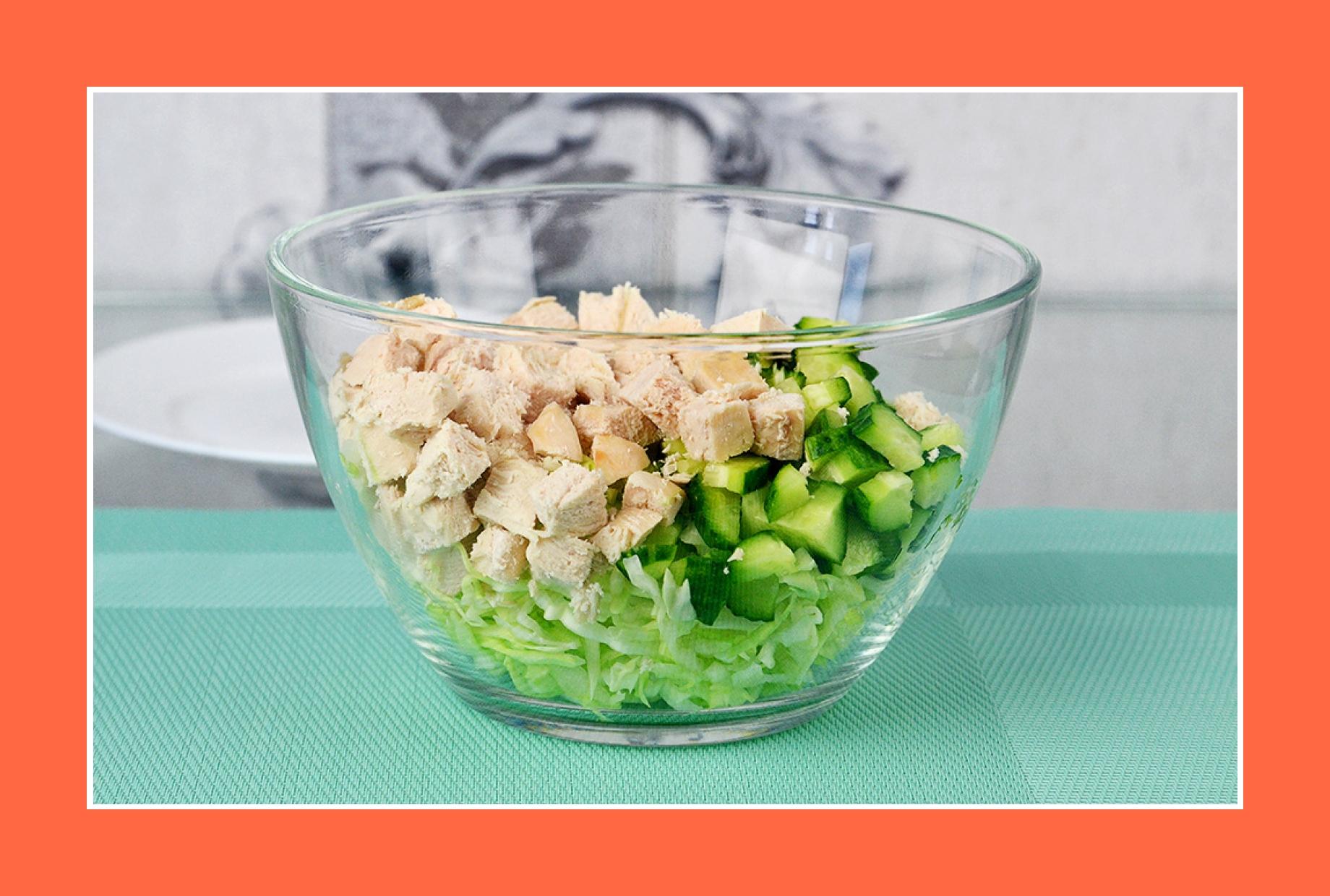 Hähnchensalat Fleischsalat mit Gurken und Kohl