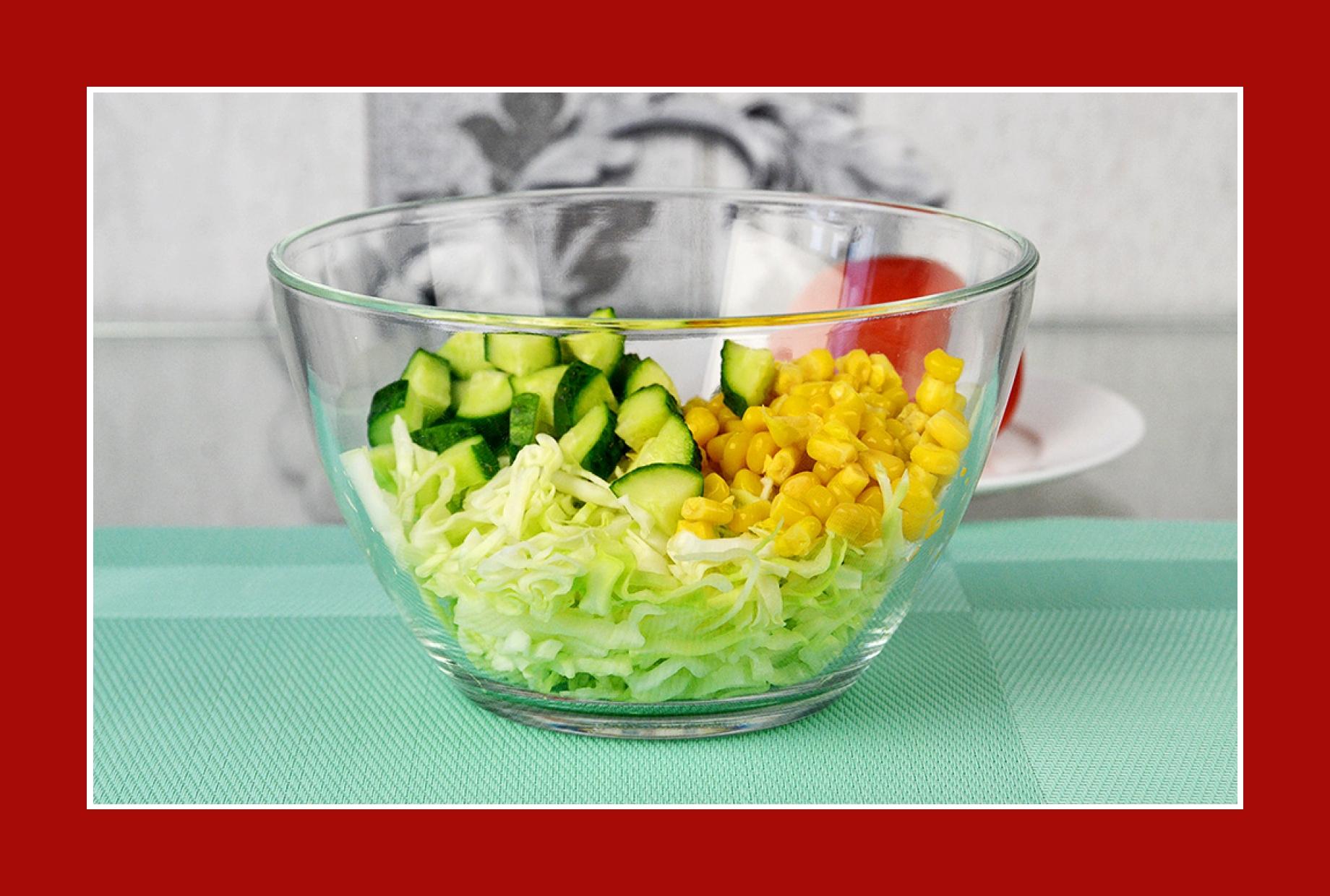 Gurkensalat mit Mais und Kohl