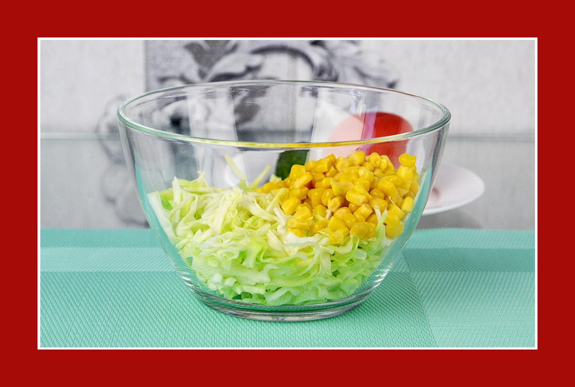 einfacher Salat zum Grillen mit Kohl und Mais