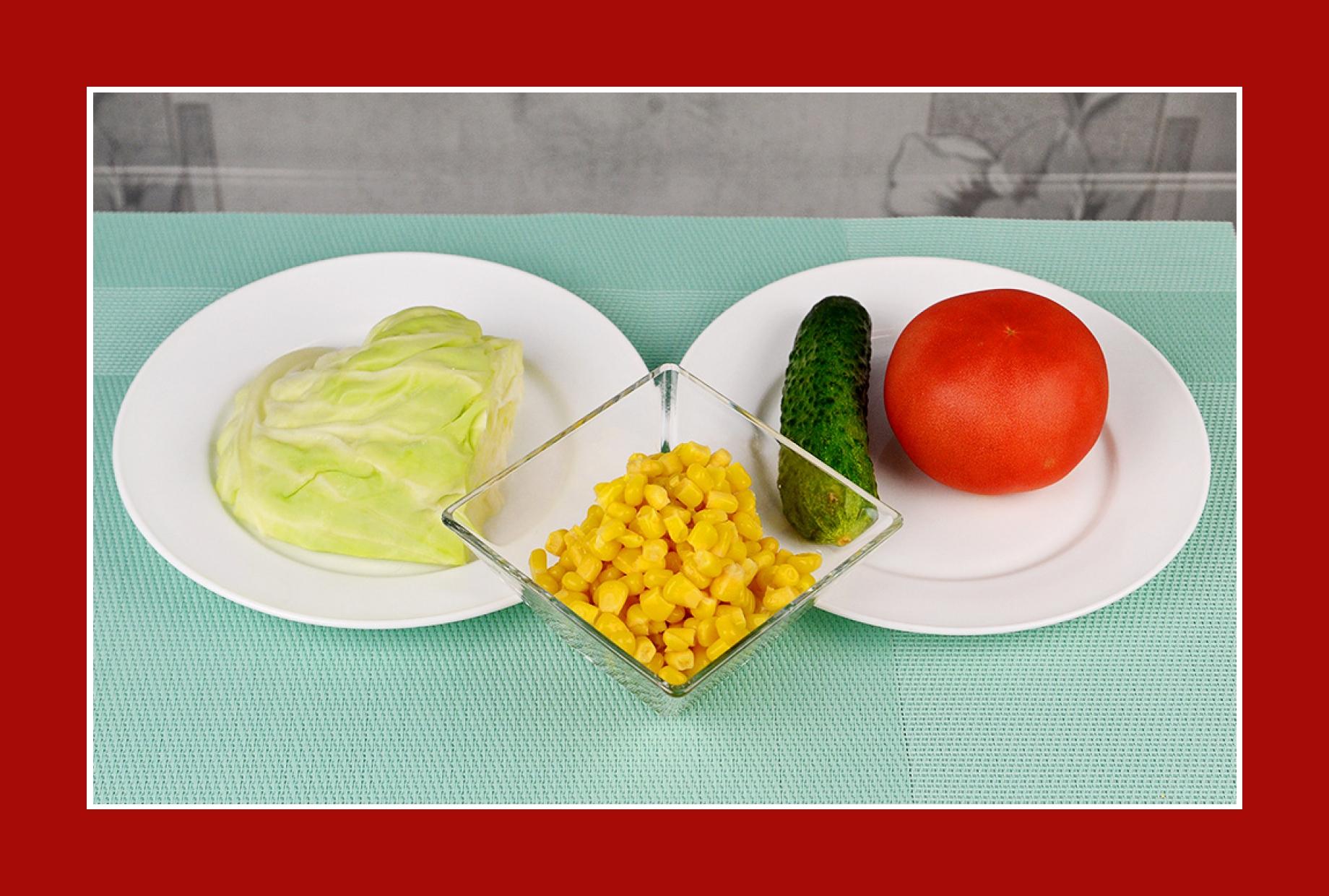 Grillsalat mit Gurken Tomaten Mais Kohl