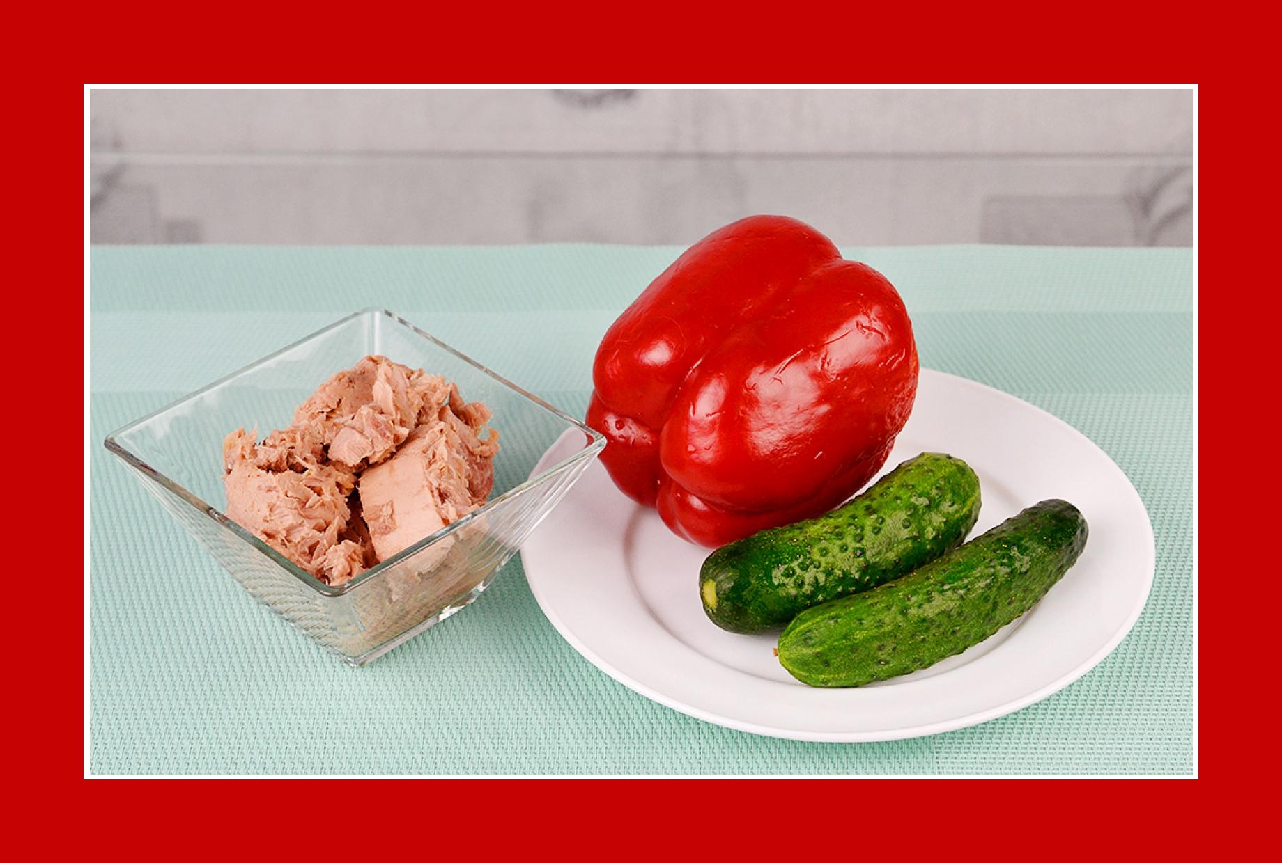 Salat mit Thunfisch Gurken und Paprika