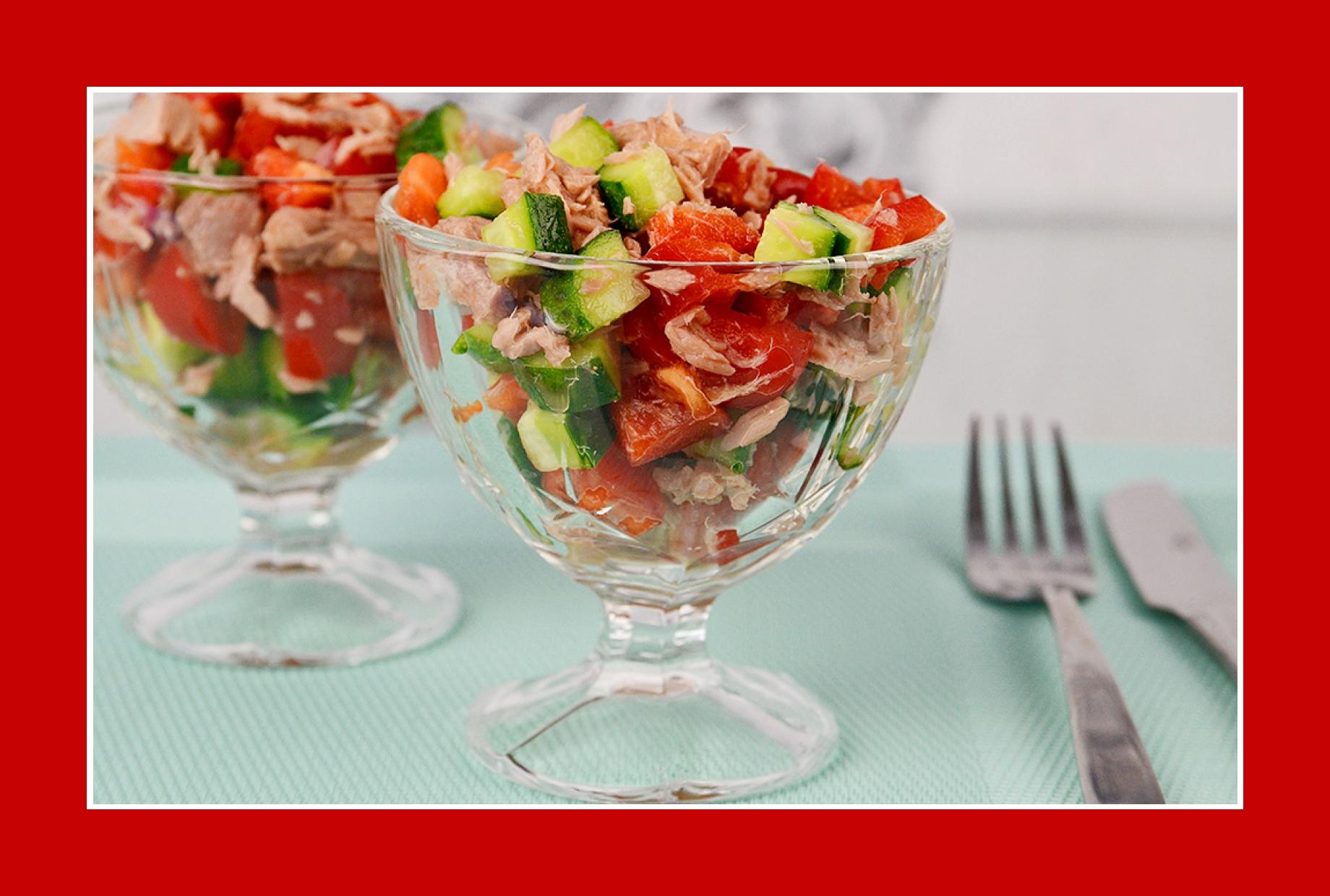 Erfrischender Thunfischsalat mit Salatgurken und Paprika