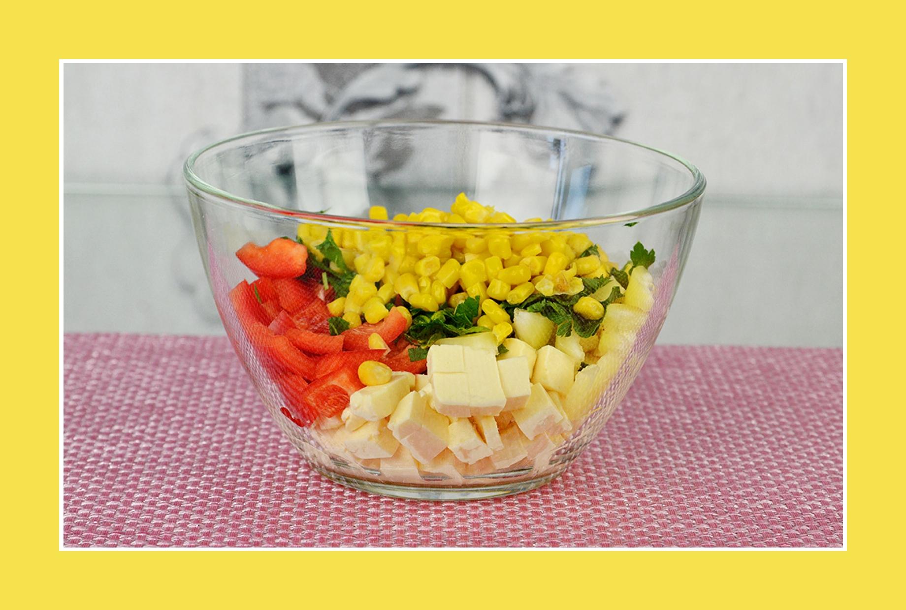 Paprikasalat mit Mais und Käse