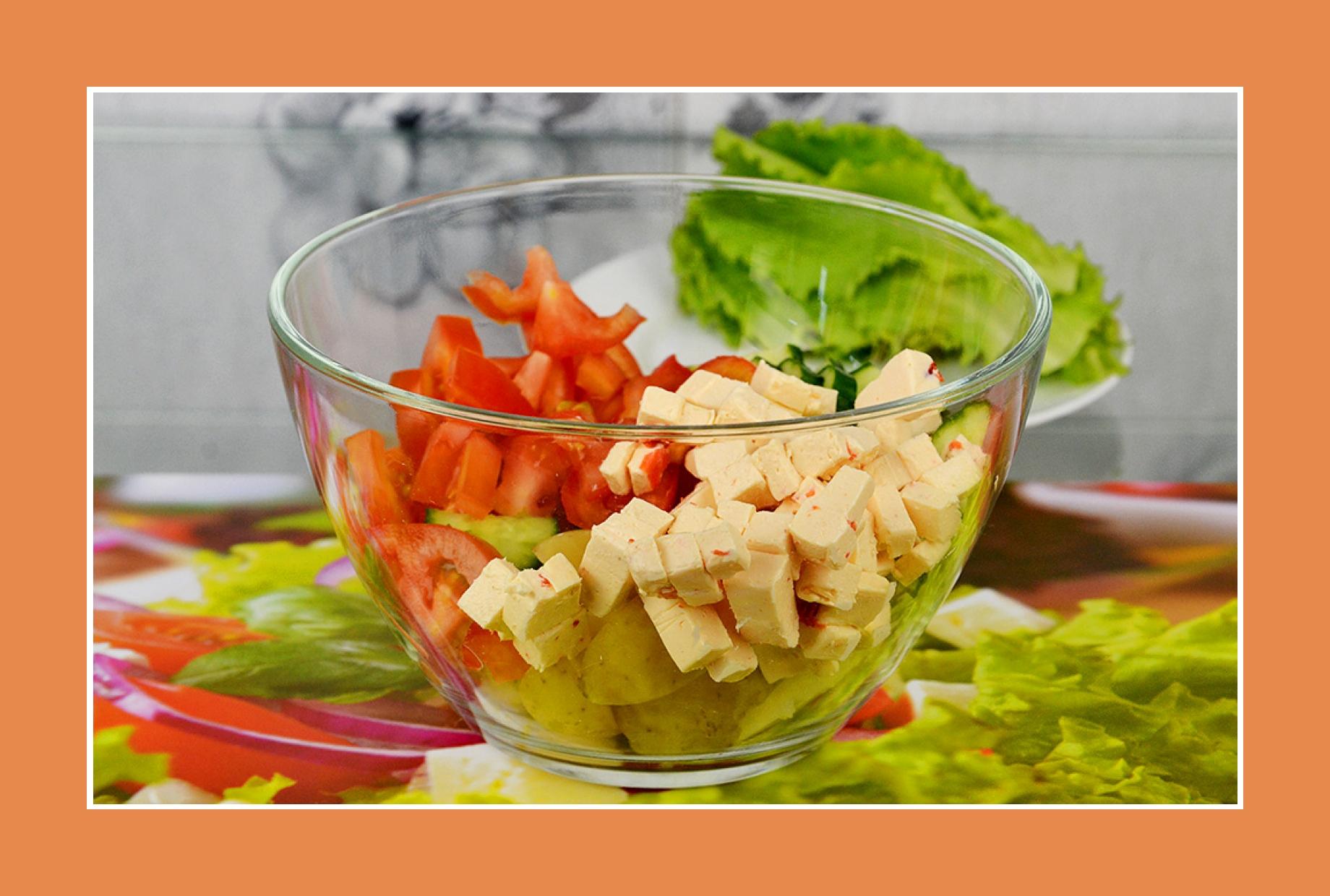Tomaten Gurken Salat mit Schmelzkäse Kartoffelsalat