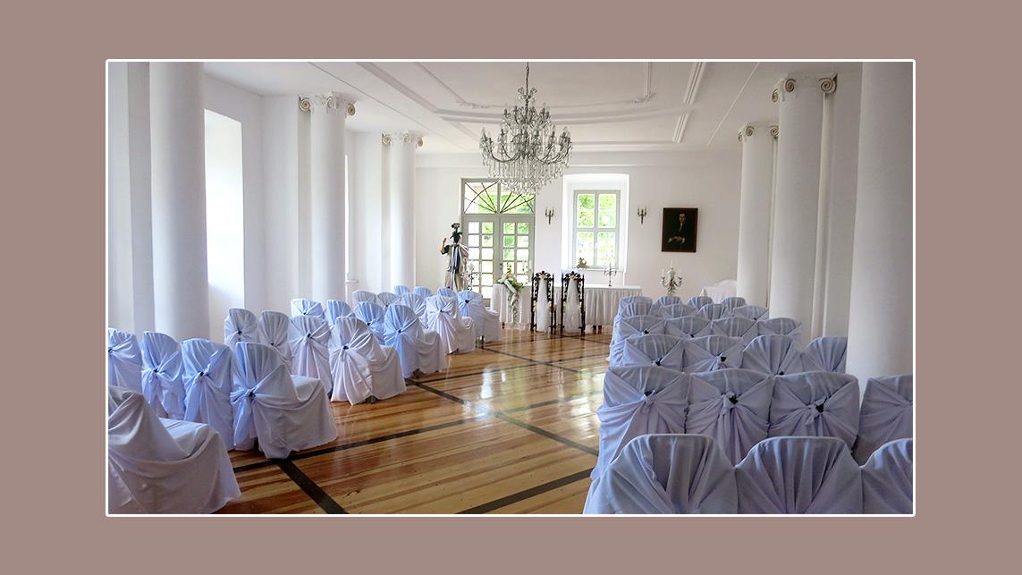 Hochzeitslocation Schloß Gröditz mit Universalhussen dekoriert - Hochzeit von Gudrun und Reinhold aus Weißenberg