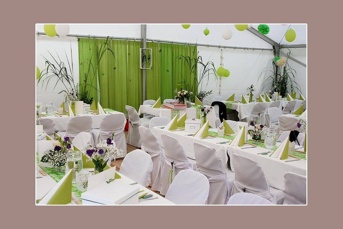 Grün-weiße Hochzeitsdeko im Zelt - Hochzeit von Kordula & Joseph aus Lutherstadt Wittenberg